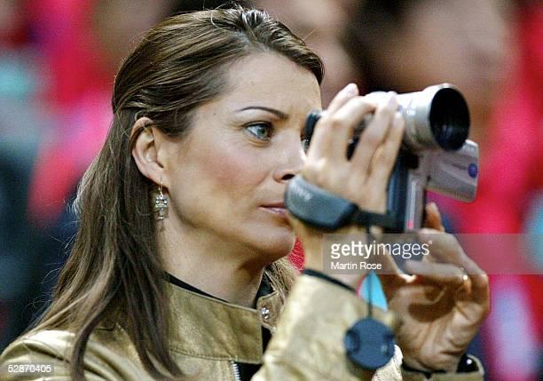 Auf der Tribuene - Klara SZALANTZY mit der Videokamera
