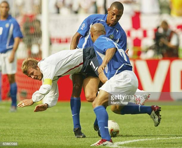 WM 2002 in JAPAN und KOREA Shizuoka Match 57/VIERTELFINALE/ENGLAND BRASILIEN 12 David BECKHAM/ENG GILBERTI SILVA und ROBERTO CARLOS/BRA