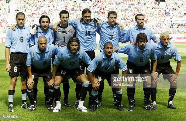 WM 2002 in JAPAN und KOREA Suwon GRUPPE A/SENEGAL URUGUAY 33 hintere Reihe vlnr Dario RODRIGUEZ Alvaro RECOBA TORWART Fabian CARINI Gonzalo SORONDO...