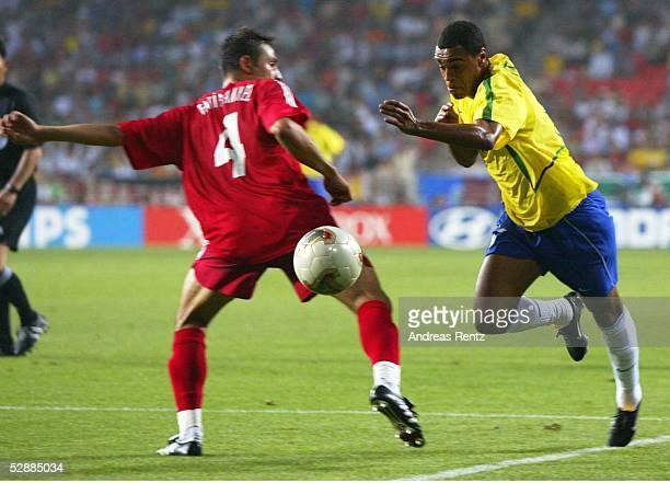 WM 2002 in JAPAN und KOREA Ulsan GRUPPE C/BRASILIEN TUERKEI 21 Fatih AKYEL/TUR DENILSON/BRA