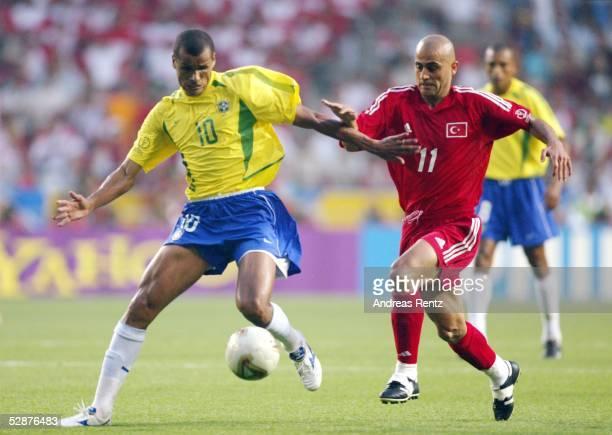 WM 2002 in JAPAN und KOREA Ulsan GRUPPE C/BRASILIEN TUERKEI 21 RIVALDO/BRA Hasan SAS/TUR