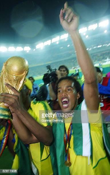WM 2002 in JAPAN und KOREA Yokohama Match 64/FINALE/DEUTSCHLAND BRASILIEN 02 BRASILIEN WELTMEISTER 2002 JUBEL RONALDINHO/BRA