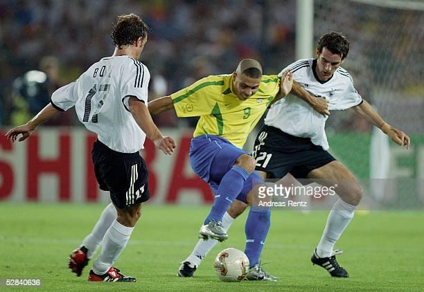 WM 2002 in JAPAN und KOREA Yokohama Match 64/FINALE/DEUTSCHLAND BRASILIEN 02 BRASILIEN WELTMEISTER 2002 Marco BODE/GER RONALDO/BRA Christoph...