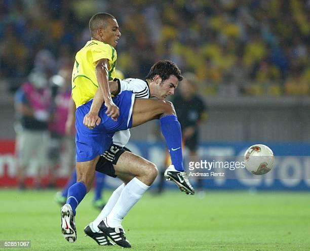 WM 2002 in JAPAN und KOREA Yokohama Match 64/FINALE/DEUTSCHLAND BRASILIEN 02 BRASILIEN WELTMEISTER 2002 GILBERTO SILVA/BRA Christoph METZELDER/GER