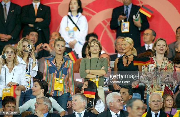 WM 2002 in JAPAN und KOREA Yokohama Match 64/FINALE/DEUTSCHLAND BRASILIEN 02 BRASILIEN WELTMEISTER 2002 vli Daniela REHMER Simone KAHN Pia ZIEGE...