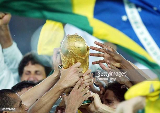 WM 2002 in JAPAN und KOREA Yokohama Match 64/FINALE/DEUTSCHLAND BRASILIEN 02 BRASILIEN WELTMEISTER 2002 JUBEL BRASILIEN
