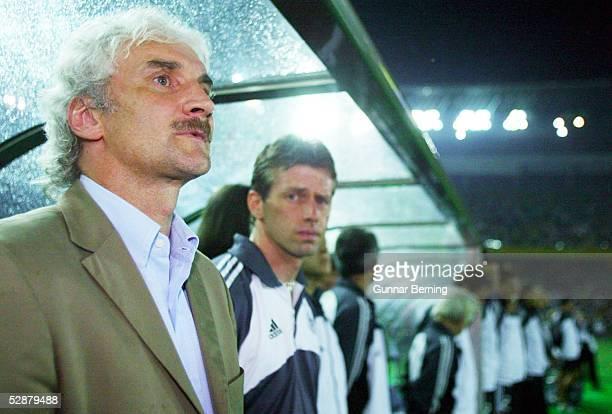WM 2002 in JAPAN und KOREA Yokohama Match 64/FINALE/DEUTSCHLAND BRASILIEN 02 BRASILIEN WELTMEISTER 2002 TEAMCHEF Rudi VOELLER und BUNDESTRAINER...