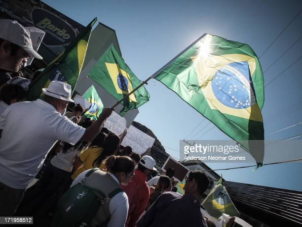 In June 22 on a small city in south of Brazil people came to the streets to protesting against corruption in federal government. * Em 22 de junho de...