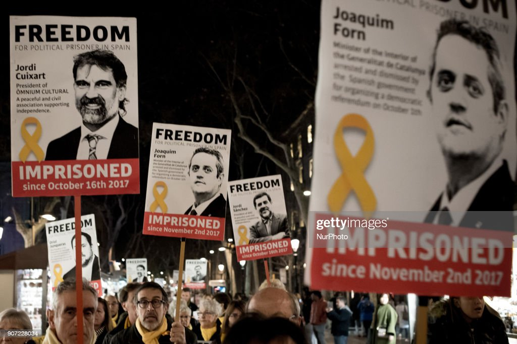 Continues Demonstration supporting Catalonia's independence leaders prisoner