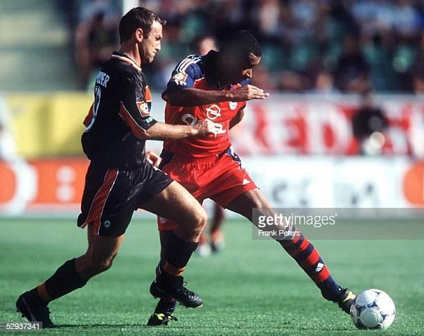 FINALE in Leverkusen SV WERDER BREMEN FC BAYERN MUENCHEN 12 Andree WIEDENER/BREMEN gegen Paulo SERGIO/BAYERN