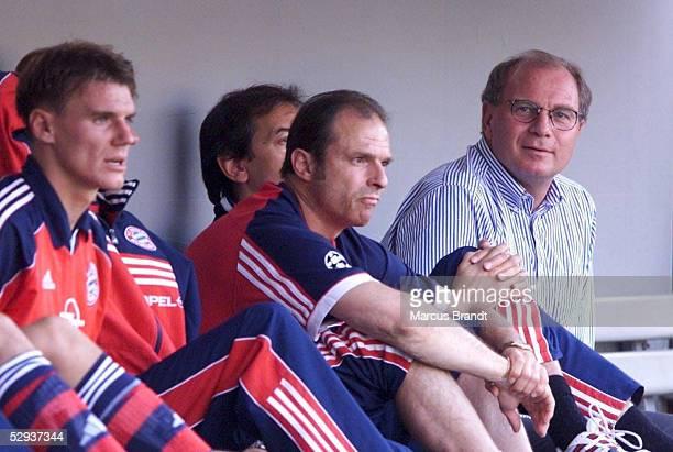 FINALE in Leverkusen SV WERDER BREMEN FC BAYERN MUENCHEN 12 MANAGER Uli HOENEss auf der BayernBank