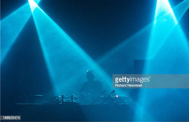 dj in lights - dj stock pictures, royalty-free photos & images