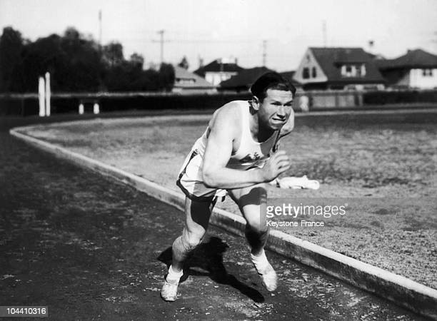 In Los Angeles California American sprinter Charles PADDOCK trains for an upcoming competition He holds the 19211930 world record for the 100m and...