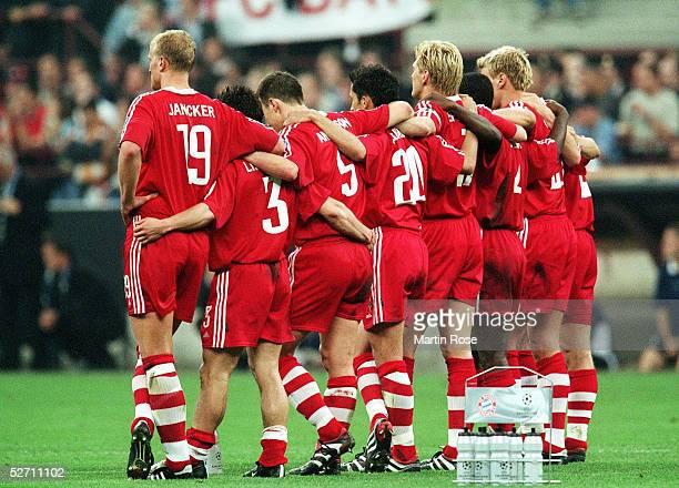 FINALE in Mailand FC BAYERN MUENCHEN FC VALENCIA 65 nach Elfmeterschiessen FC BAYERN MUENCHEN CHAMPIONS LEAGUE SIEGER 2001 TEAM BAYERN beim...
