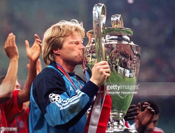 In Mailand; FC BAYERN MUENCHEN - FC VALENCIA 6:5 nach Elfmeterschiessen; FC BAYERN MUENCHEN CHAMPIONS LEAGUE SIEGER 2001; TORWART Oliver KAHN/BAYERN...