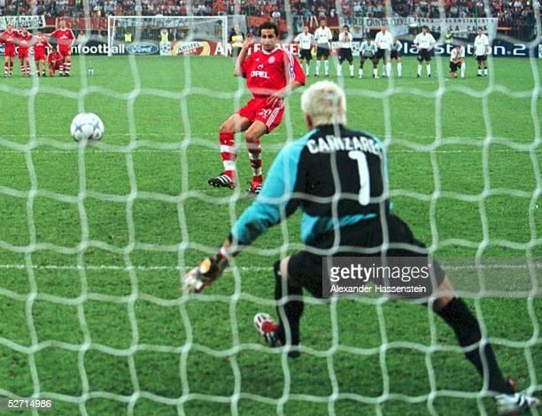 FINALE in Mailand FC BAYERN MUENCHEN FC VALENCIA 65 nach Elfmeterschiessen FC BAYERN MUENCHEN CHAMPIONS LEAGUE SIEGER 2001 Hasan SALIHAMIDZIC/BAYERN...