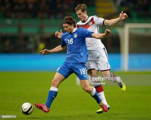 FUSSBALL INTERNATIONALES TESTSPIEL in Mailand Italien Deutschland Marcell Jansen gegen Riccardo Montolivo