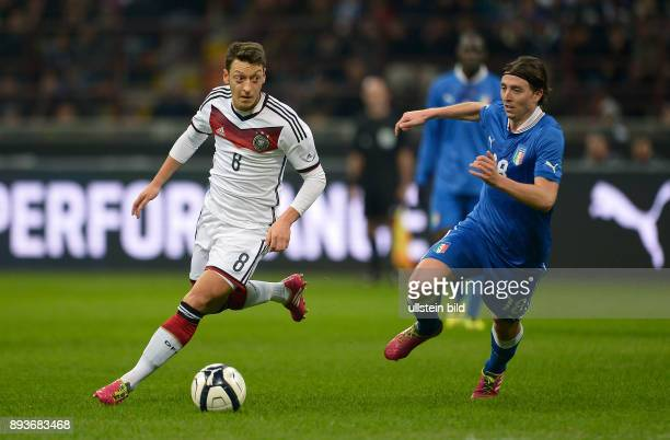 FUSSBALL INTERNATIONALES TESTSPIEL in Mailand Italien Deutschland Mesut Oezil gegen Riccardo Montolivo