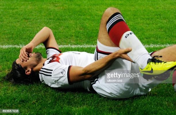 FUSSBALL INTERNATIONALES TESTSPIEL in Mailand Italien Deutschland Sami Khedira verletzt am Boden