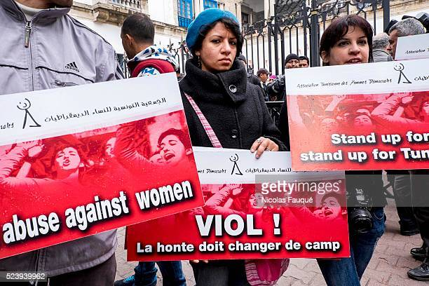 the bloggueuse Lina Ben Mhenni in front of the court of Tunis and small about ten demonstrators come support Meriem the young woman raped by two...