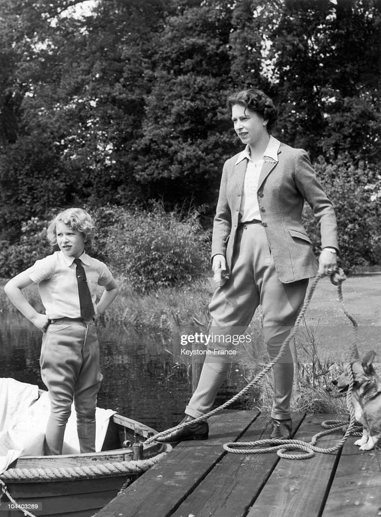 Queen Elizabeth Ii And Princess Anne In 1959 : News Photo