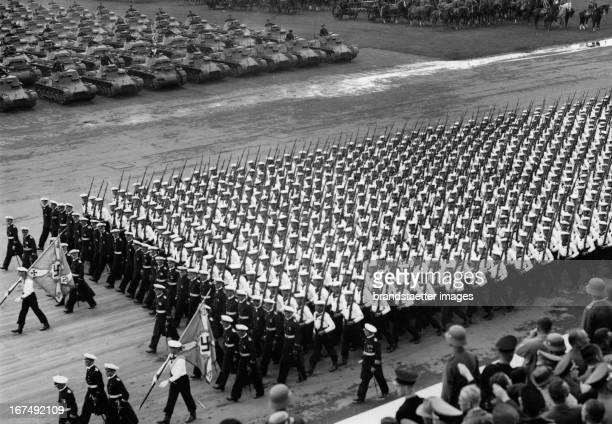 In Nürnberg. DAY OF THE WEHRMACHT. Marines and tanks. About 1938. Photograph. Reichparteitag in Nürnberg. Tag der Wehrmacht. Marinesoldaten und...