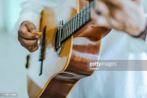 in old havana, close-up of a cuban musician hands while he is playing the guitar. - cultura cubana foto e immagini stock