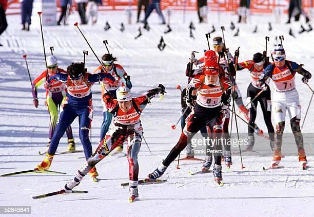 BIATHLON WM in Osrblie der SVK Frauen Staffel 4 x 75km am 8297 Uschi DISL fuehrte schon am Start