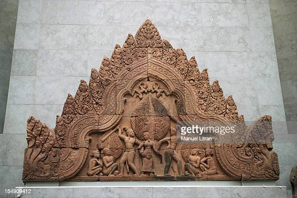 In Paris, in January 2001, during the installation works in the new rooms of the national museum of Asian art GUIMET, on the occasion of its...