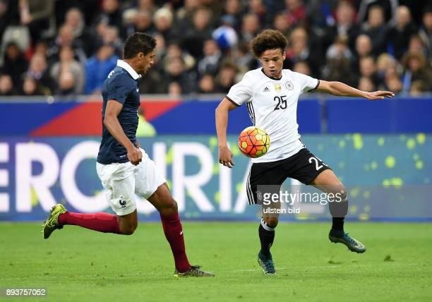 FUSSBALL INTERNATIONAL TESTSPIEL in Paris SaintDenis im Stade de France Frankreich Deutschland Leroy Sane gegen Raphael Varane