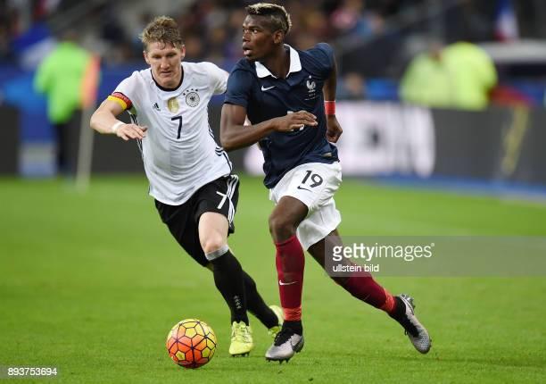 FUSSBALL INTERNATIONAL TESTSPIEL in Paris SaintDenis im Stade de France Frankreich Deutschland Paul Pogba gegen Bastian Schweinsteiger