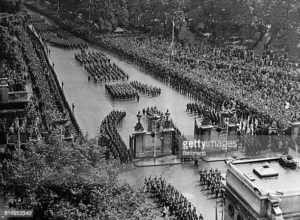 In perfect formation soldiers and sailors from the farcorners of the British Commonwealth march in the coronation procession of Queen Elizabeth II on...