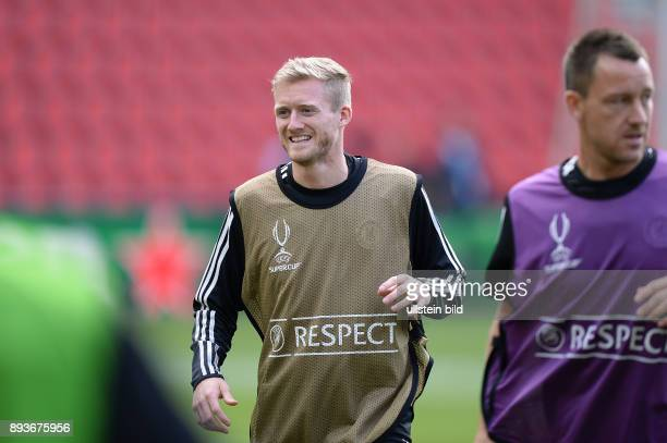 FUSSBALL INTERNATIONAL SUPERCUP FINALE 2013 in Prag FC Bayern Muenchen FC Chelsea London Training FC Chelsea Andre Schuerrle lacht