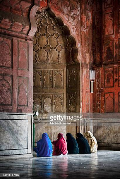 in prayer - jama masjid delhi stock pictures, royalty-free photos & images