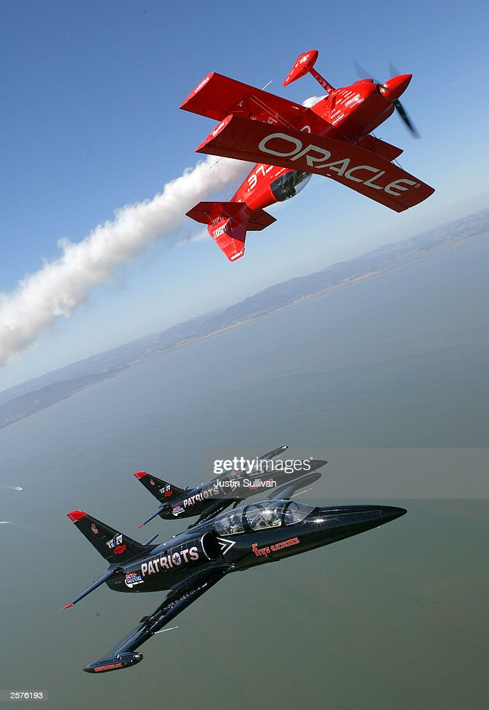 Precision Airplanes Practice For Fleet Week Air Show In San Francisco : News Photo