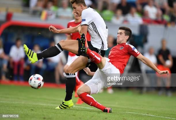 FUSSBALL EURO U 19 2016 in Reutlingen Oesterreich Deutschland Phil Neumann erzielt das Tor zum 10 gegen Arnel Jakupovic