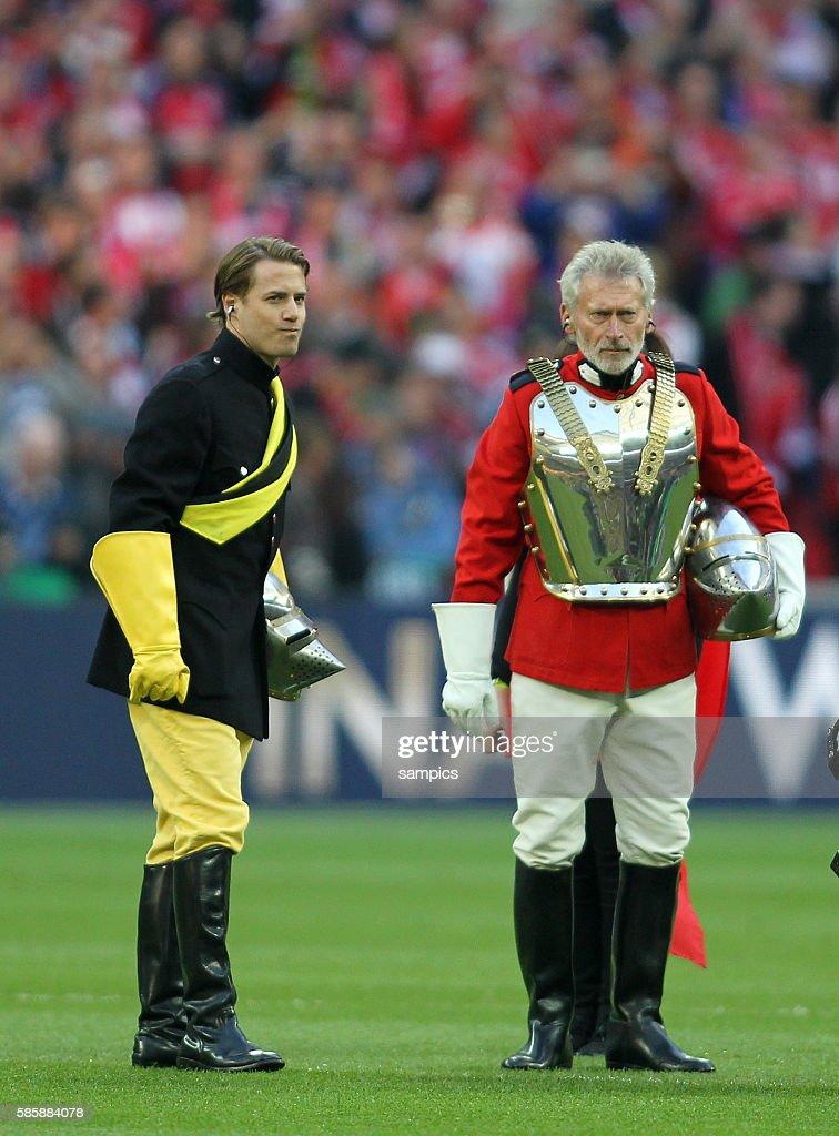In Ritterrusstung Lars Ricken Und Paul Breitner Championsleague Foto Di Attualita Getty Images