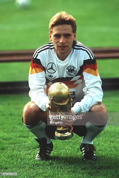 WM 1990 in Rom Deutschland wird Fussballweltmeister 1990 Thomas HAESSLER WM Cup
