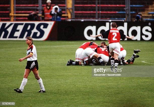 WM 1995 in Schweden Finale Deutschland Norwegen 02 Silvia NEID/GER enttaeuscht Jubel bei Norwegen