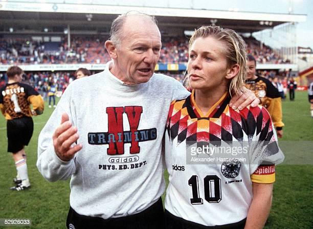 WM 1995 in Schweden Finale Deutschland Norwegen 02 Trainer Gero BISANZ Silvia NEID/GER enttaeuscht