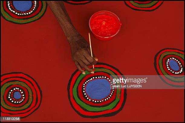 In Search Of The Desert Artists Aboriginal Painting Living Painting Painting Of Life On January 2006 In Australia Here Aboriginal Artist Betty...