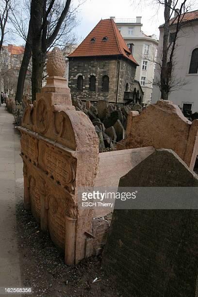In Search Of The Kabbalah In Prague. Prague - 26 mars 2010 --- Le vieux cimetière juif de Prague, où l'on compterait quelque 12 000 sépultures, les...