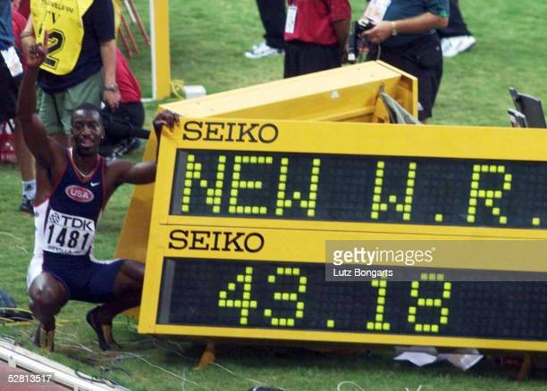 WM 1999 in Sevilla 400m Finale GOLD und WR in 4318 sek fuer Michael JOHNSON/USA