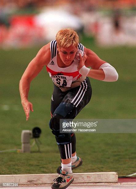 WM 1999 in Sevilla GOLD fuer Astrid KUMBERNUSS/GER Kugelstossen/Frauen