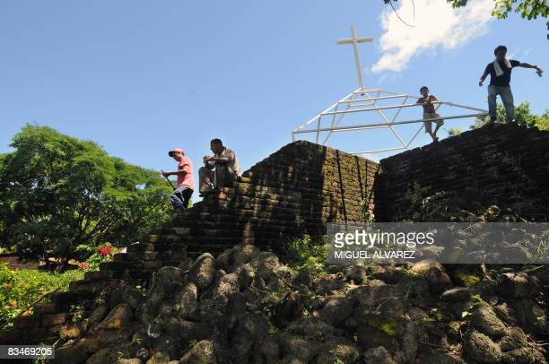 In Spanish BY JULIA RIOS - Locals clean on October 27, 2008 the Memorial Monument next to a common grave where the victims of a landslide of the...