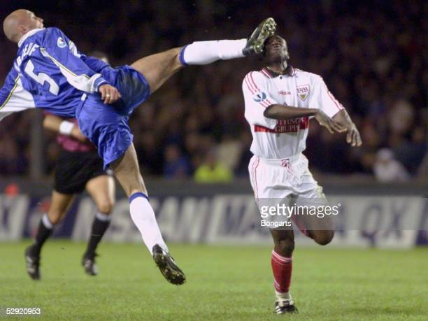POKALSIEGER 97/98 FINALE in Stockholm VFB STUTTGART FC CHELSEA 01 am 130598 Foul von Franck LEBOEUF/CHELSEA an Jonathan AKPOBORIE/STUTTGART