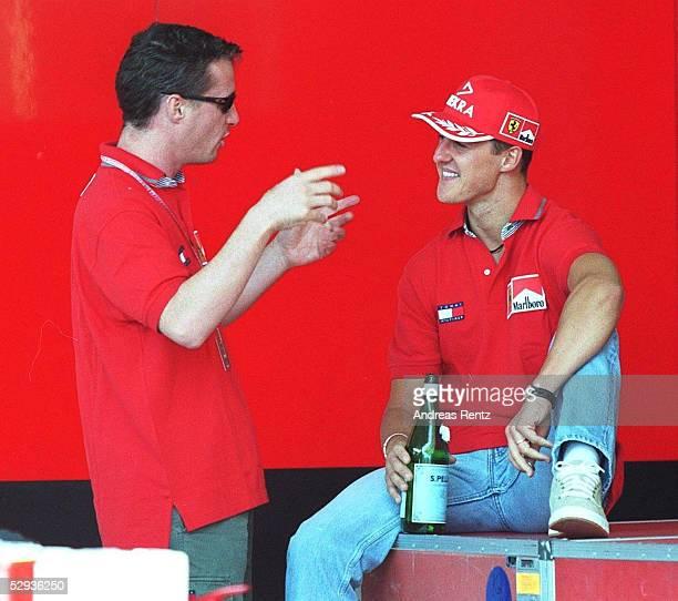 JAPAN 1999 in SUZUKA Eddie IRVINE und Michael SCHUMACHER /Ferrari