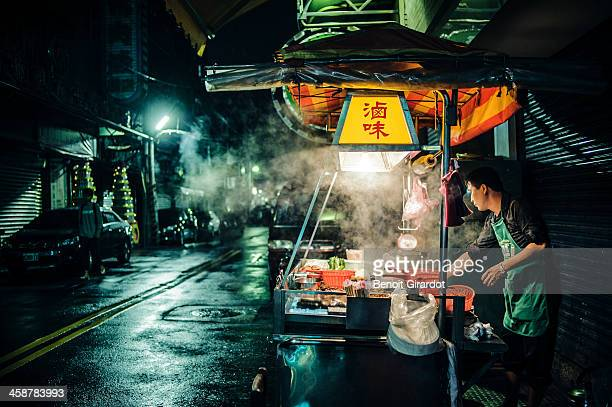CONTENT] In Taiwan small street vendor shops like this are often open until late in the night so that you can enjoy great food at any time