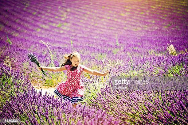 im bereich des lavendel - ein mädchen allein stock-fotos und bilder