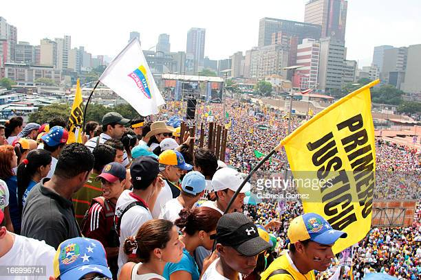 CONTENT] In the final event of the presidential campaing of Henrique Capriles Radonski in Venezuela for the period 20132019 the followers of the...